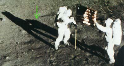 Astronautas en la luna. Sombras