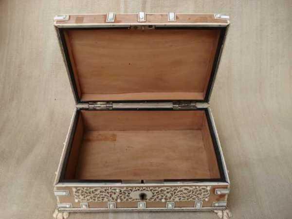 Caja de madera del siglo XIX