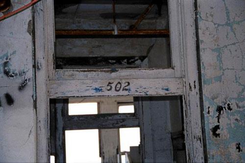 La habitacion 502