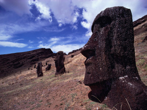Misterio en Rapa Nui, ojos que miran al cielo