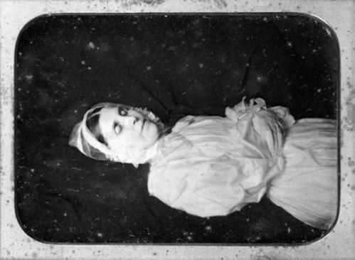 Fotografías de difuntos para guardar el alma