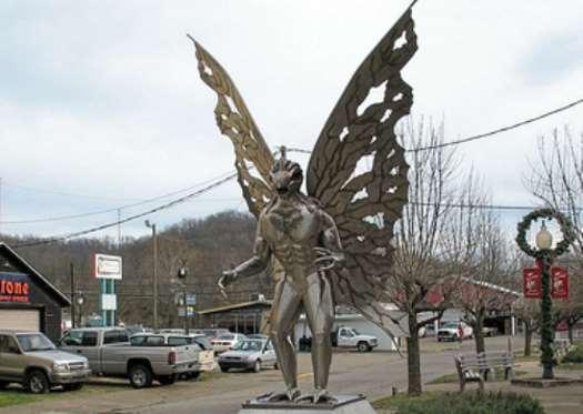 mothman estatua