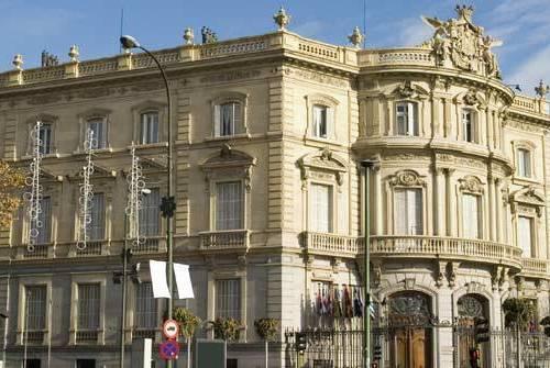 El Palacio De Linares - La Casa Es Negra